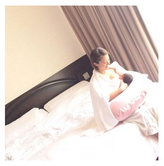 授乳中の写真を投稿した神戸蘭子/神戸蘭子公式ブログ(Ameba)より
