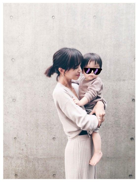愛息子を抱っこする安田美沙子/安田美沙子オフィシャルブログ(Ameba)より