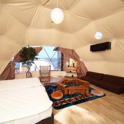 「伊勢志摩グランピング グランドーム伊勢賢島」ドームテントに宿まれる新施設、夜限定バーも