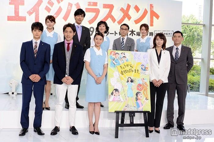 (前列左から)瀬戸康史、小泉孝太郎、武井咲、稲森いずみ、杉本哲太(後列左から)原幹恵、要潤、麻生祐未、吹越満、内藤理沙