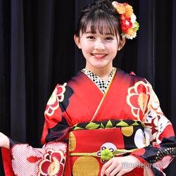 久間田琳加「自信作」自らプロデュース振り袖で美麗ランウェイ