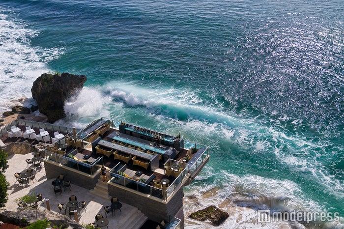 バリ島「ロックバー」の絶景に感動!断崖絶壁にある非日常空間へ<体験レポ>/画像提供:アヤナ リゾート&スパ バリ