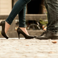 されたら両思い確定!男性が本命女性のみにするデート中の行動5つ