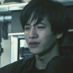 志尊淳、感情爆発の涙シーン公開 集中力を監督が絶賛<さんかく窓の外側は夜>
