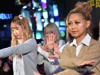 「egg」モデルが聖地・SHIBUYA109でパラパラ披露 雨でも観客殺到の盛り上がり