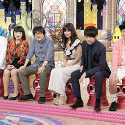 佐藤エリ(右から3番目)/写真提供:読売テレビ