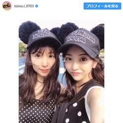 """モデルプレス - 板野友美、妹・成美と""""双子コーデ""""でディズニーデート「美人姉妹」「そっくり」"""