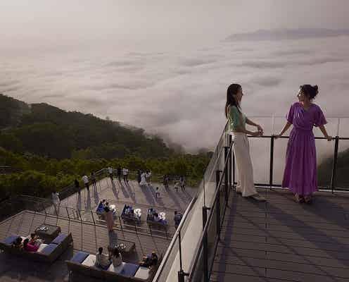 リニューアルした「雲海テラス」へ!北海道の魅力を満喫する「星野リゾート トマム」
