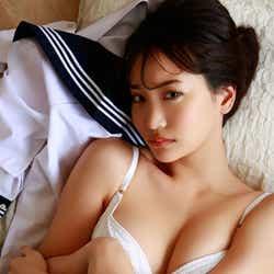 モデルプレス - 永尾まりや、大胆な脱ぎっぷり セクシーすぎる写真集カット解禁