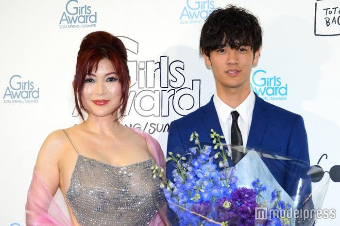 「BoysAward Audition 2nd」でグランプリに輝いた遠藤史也さん(右)と、叶美香(C)モデルプレス