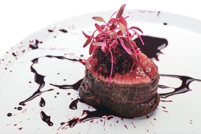 美しく、味わい深い、血の美食 喰種レストラン/画像提供:アフロ&コー