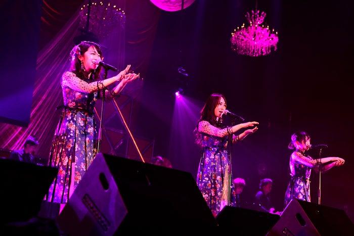 峯岸みなみ、高橋朱里、村山彩希「第8回 AKB48紅白対抗歌合戦」(C)AKS