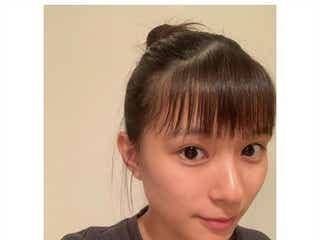 芳根京子、お団子ヘアの自撮りに反響 ツヤツヤ美肌にも注目集まる