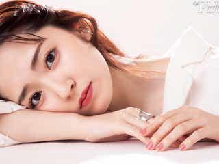 鈴木愛理「up PLUS」初表紙 透き通る美肌の秘訣を明かす
