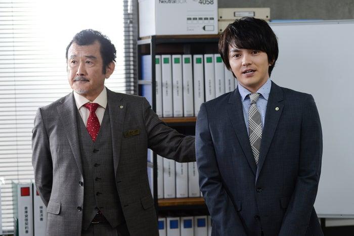 吉田鋼太郎、林遣都/「おっさんずラブ」第1話より(C)テレビ朝日