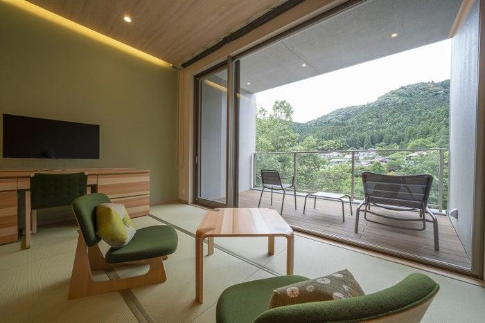 3階TENDOSTYLE森窓の外には西川材の森が/画像提供:一般財団法人休暇村協会