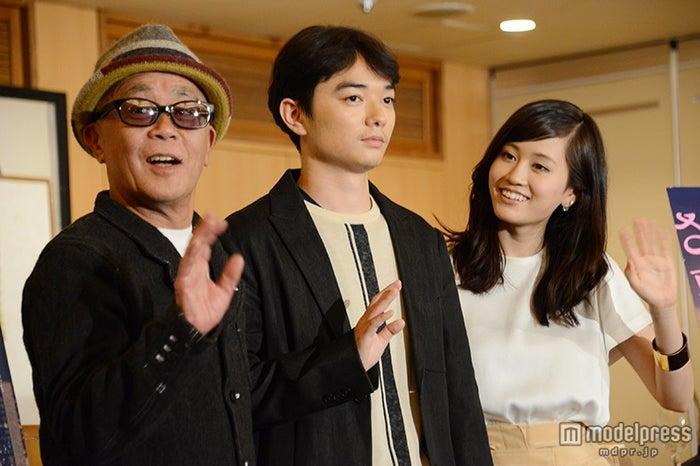 (左から)廣木隆一監督、染谷将太、前田敦子