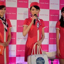 神戸コレクションモデルオーディション2011ファイナリストの3人/衣装はサマンサタバサ・羽田空港店の制服