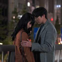 モデルプレス - 「同期のサクラ」新田真剣佑、橋本愛を抱き寄せる 2人の関係に急展開