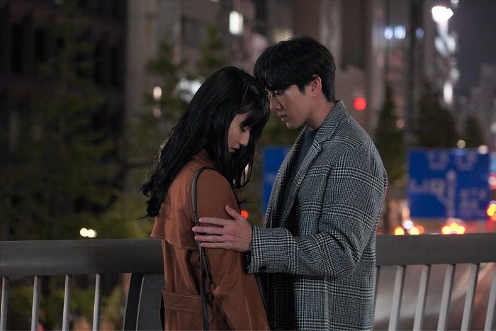 橋本愛、新田真剣佑(C)日本テレビ