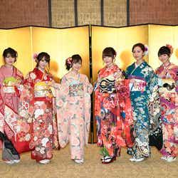 HKT48(左から)神志那結衣、植木南央、本村碧唯、宮脇咲良、森保まどか、熊沢世莉奈 (C)AKS
