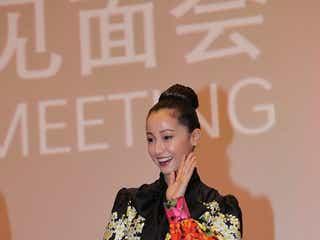沢尻エリカ、中国で絶大な人気「沢尻会」メンバーが集結<猫は抱くもの>