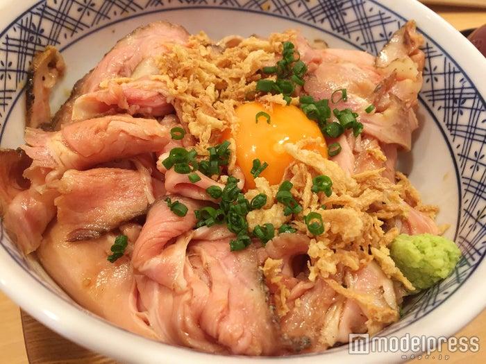 五反田のローストビーフ専門店「FUJIYAMA」の「ローストポーク丼」が絶品(C)モデルプレス