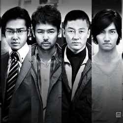 映画「黄金を抱いて翔べ」での好演が評価された東方神起・チャンミン(右から2番目)