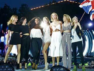テイラー・スウィフト、ライブ中に豪華セレブ友人たちが登場 世界中から反響「すごい」「美しい」