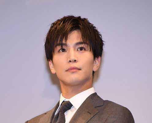 岩田剛典、ベレー帽×デニムの秋コーデに「最高にかっこかわいい!」の声