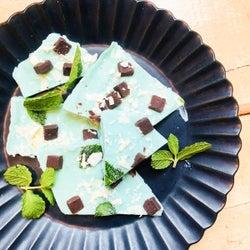 ひんやりスイーツ「チョコミントのヨーグルトバーク」の簡単レシピ【柏原歩のトレンドレシピ】