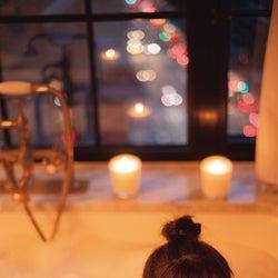 乃木坂46生田絵梨花、入浴ショット公開 NY夜景バックにロマンチック<セカンド写真集先行カット>
