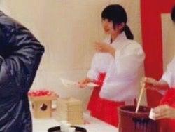 """長濱ねる、欅坂46加入前の""""巫女さんバイト姿""""が「可愛すぎる」と話題(提供写真)"""