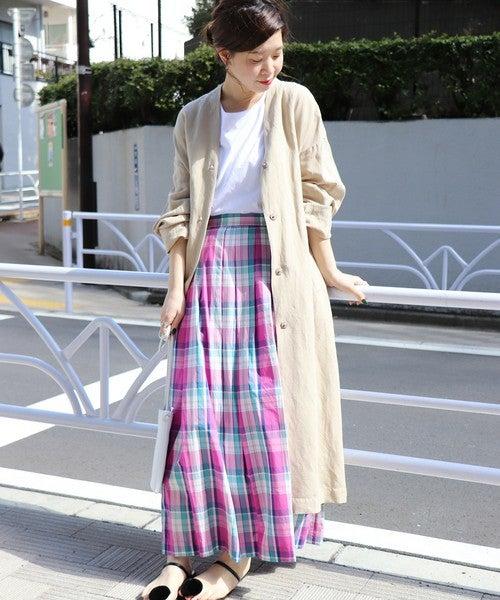 ピンク系マドラスチェックのマキシスカートのコーデ