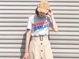 大人かわいいの基本形♡ロゴT×スカートのおしゃれな組み合わせって?