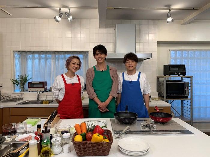 (左から)SHELLY、杉野遥亮、陣内智則(C)日本テレビ