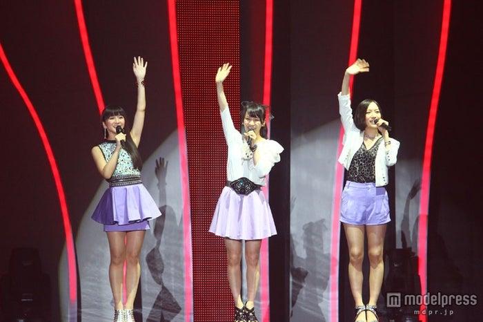 「第63回NHK紅白歌合戦」に出演するPerfume(左から:かしゆか、あ~ちゃん、のっち)