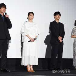 (左から)長井龍雪監督、吉岡里帆、吉沢亮、若山詩音(C)モデルプレス