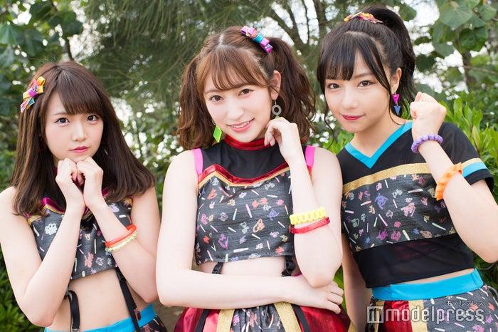 (左から)植村梓、吉田朱里、村瀬紗英(C)モデルプレス