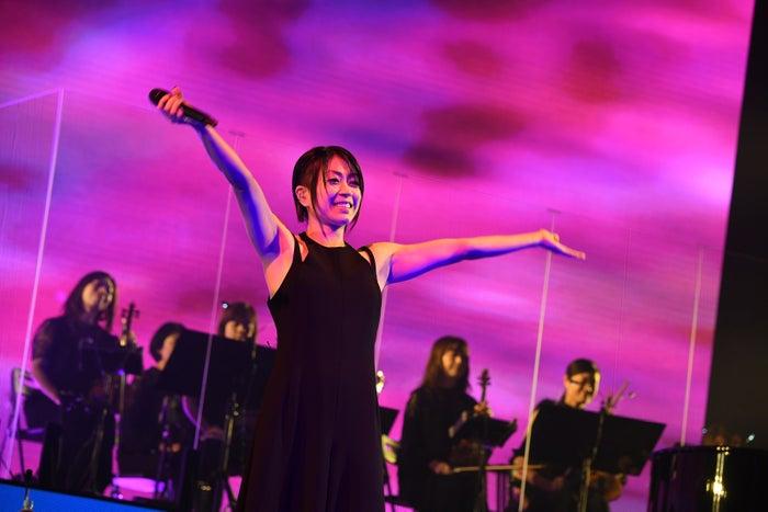 """宇多田ヒカル""""Hikaru Utada Laughter in the Dark Tour 2018""""(C)岸田哲平 TEPPEI KISHIDA"""
