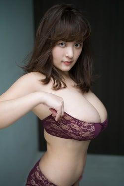柳瀬早紀(C)矢西誠二/週刊プレイボーイ