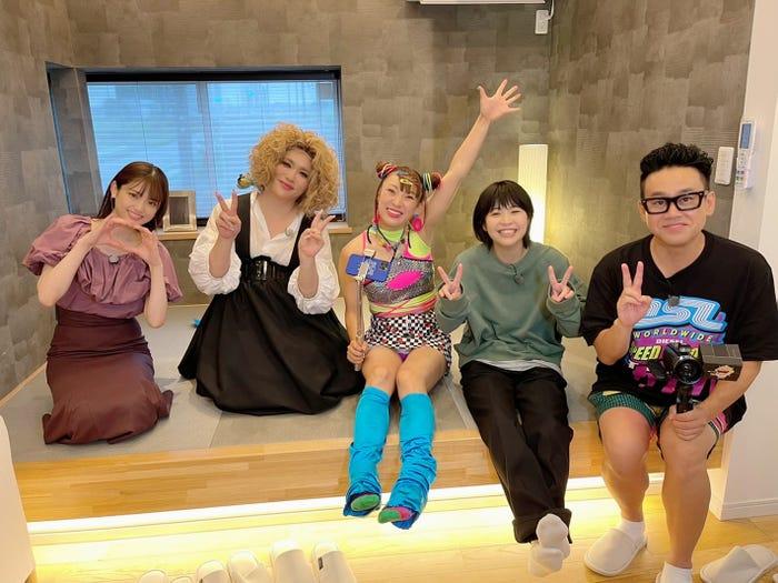 (左から)松村沙友理、IKKO、フワちゃん、Aマッソ加納、宮川大輔 (C)日本テレビ
