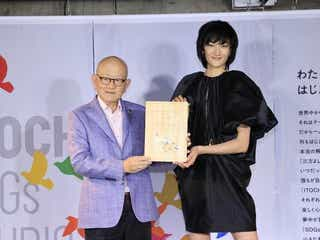 """冨永愛、美脚スラリ…""""非常に思い出深いブランド""""のブラックドレスで魅せる"""