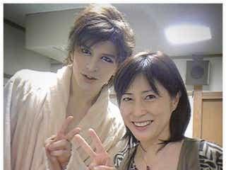 城田優、岡江久美子さん訃報に「このままお別れも出来ないなんて悲しすぎます」 「はなまる」エプロン隊で共演