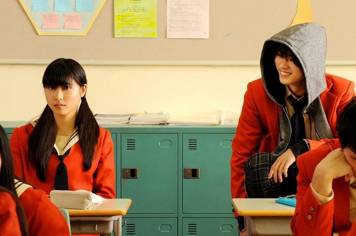 土屋太鳳、菅田将暉(C)2018映画「となりの怪物くん」製作委員会(C)ろびこ/講談社