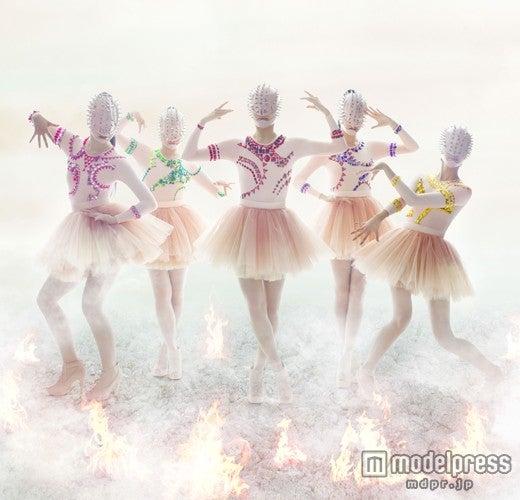 ももいろクローバーZの2ndアルバム「5TH DIMENSION」ビジュアル第2形態/ Photo: Kenshu Shintsubo