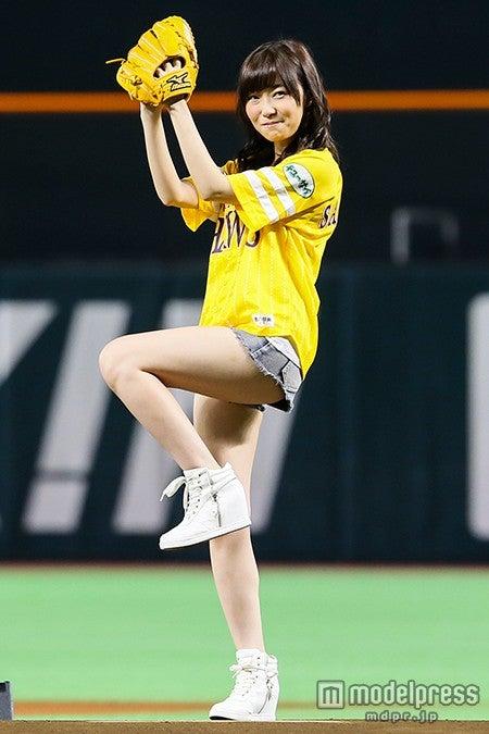 指原莉乃、AKB48グループNo.1美脚全開もノーバンならず(C)AKS【モデルプレス】
