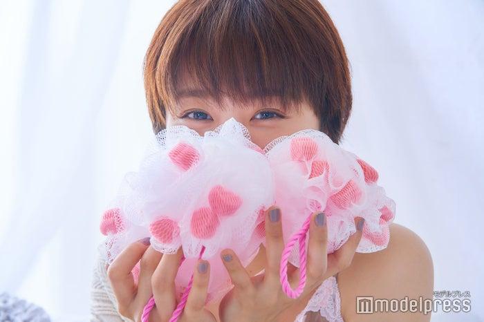 先着で「ピンクハートスポンジ」をプレゼント/高橋愛(C)モデルプレス