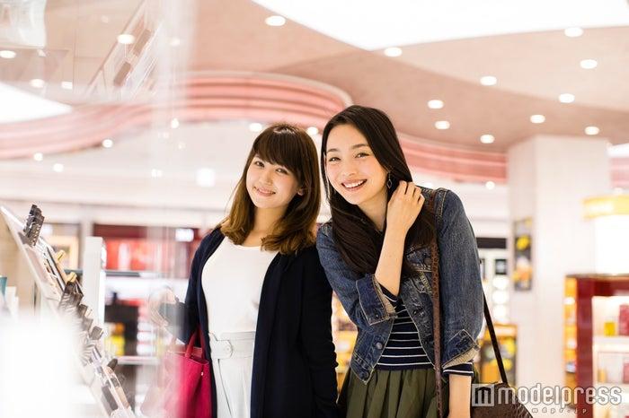 モデル:比留川良子、百済友希(C)モデルプレス