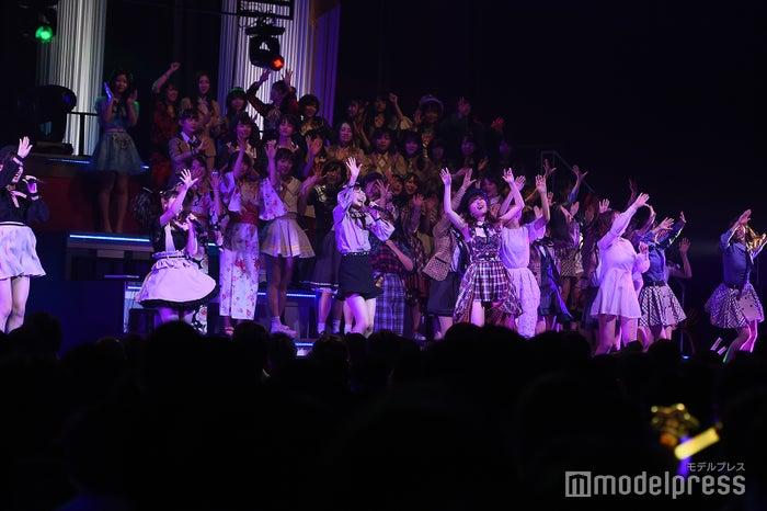 盛り上がるHKT48メンバーたち「AKB48グループリクエストアワー セットリストベスト100 2019」 (C)モデルプレス